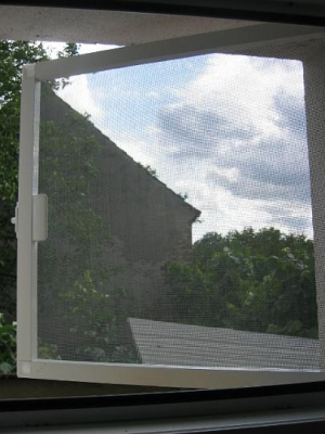 plase antiinsecte iuvenis bacau (4) tamplarie aluminiu si PVC cu geam termopan termopane bacau pret preturi rehau